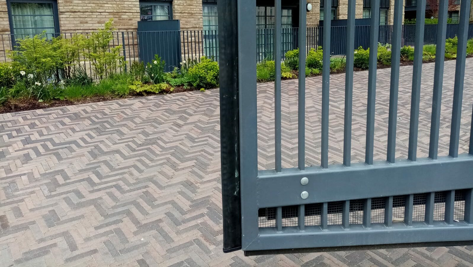 Automatic sliding gate installed on a slope