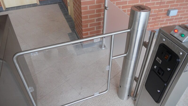 Wide coin operated glass gate