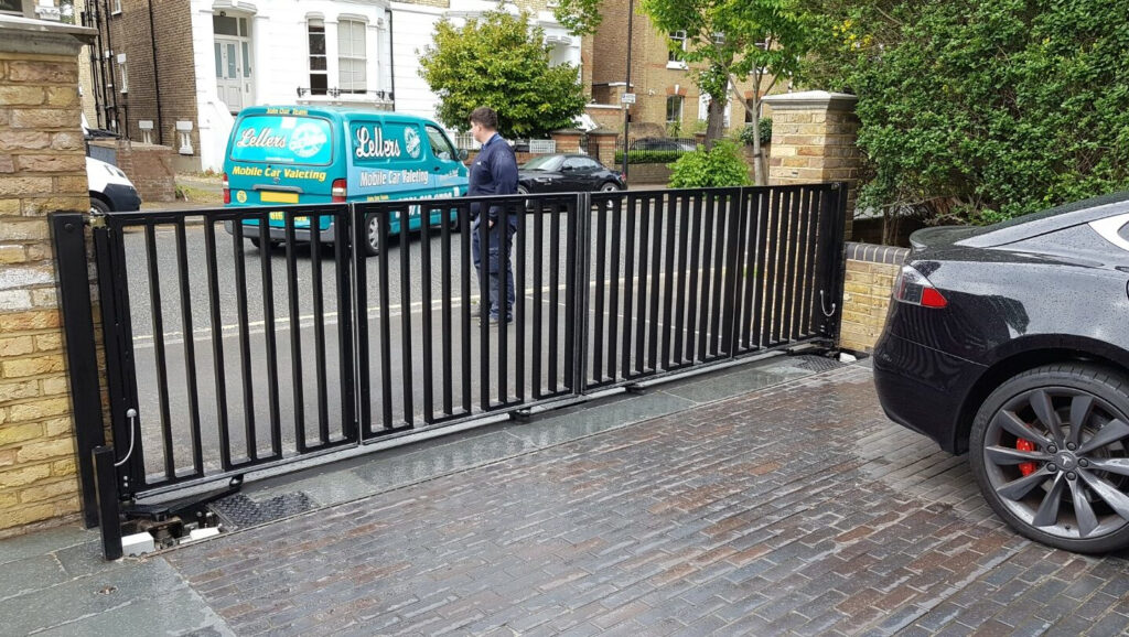 Automatic residential bifolding gate