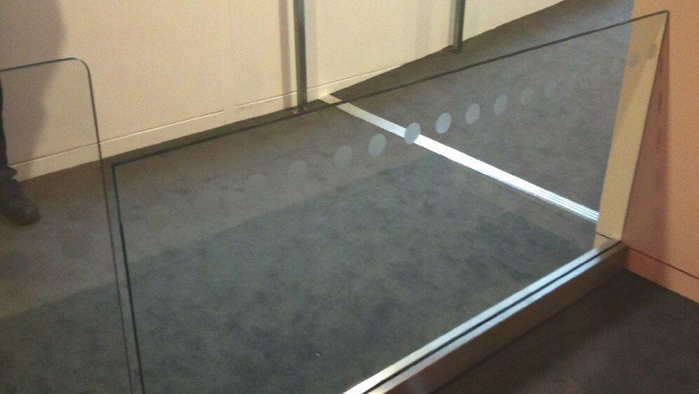Frameless glass pedestrian barrier