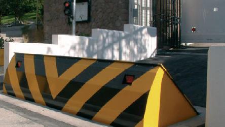 Rising kerb road blocker with traffic light signals