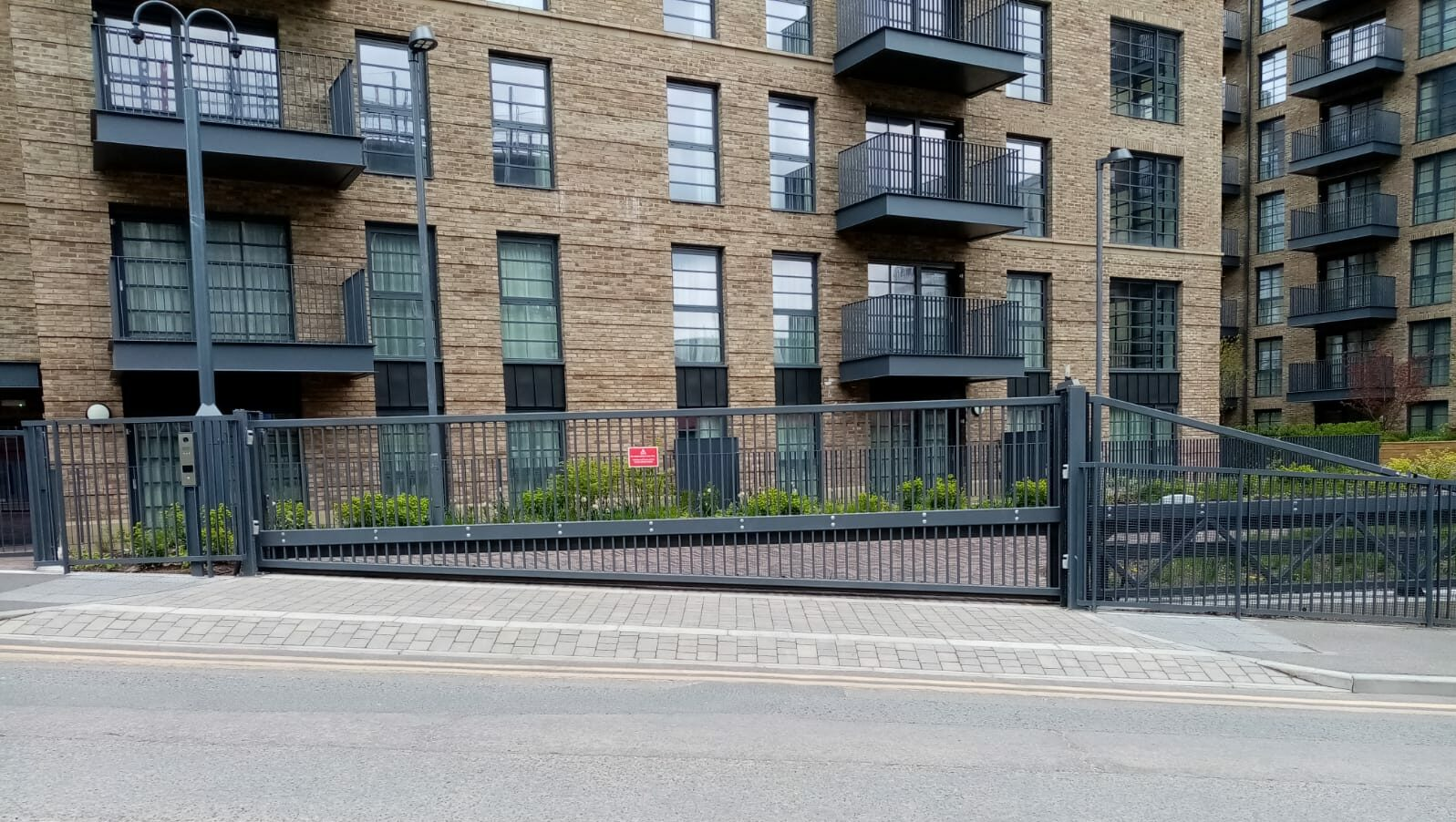 Closed automatic sliding gate installed on a slope