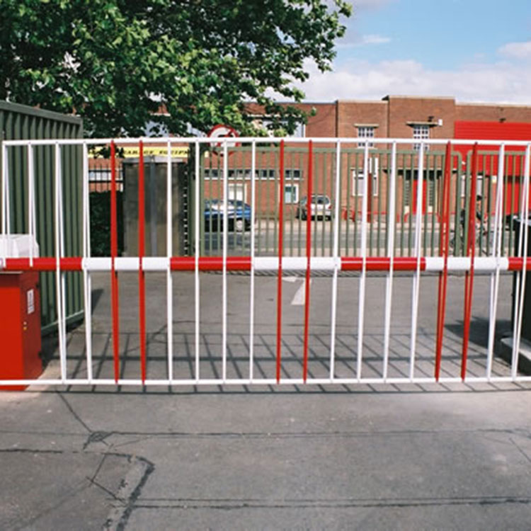 Automatic traffic barrier with top and bottom skirts