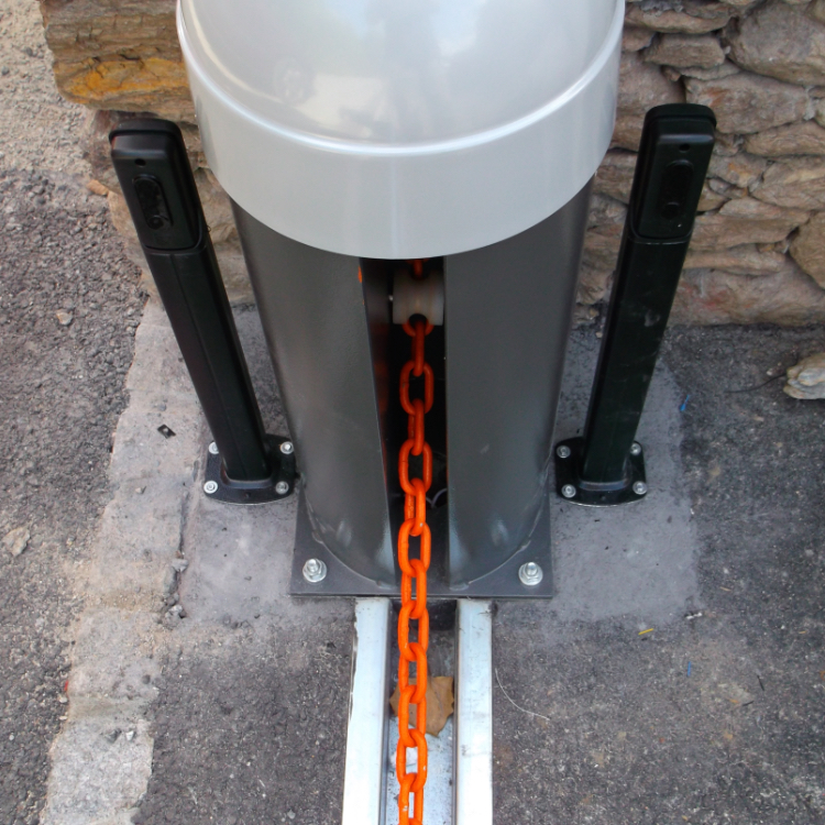 EDSUK Chain Bollard