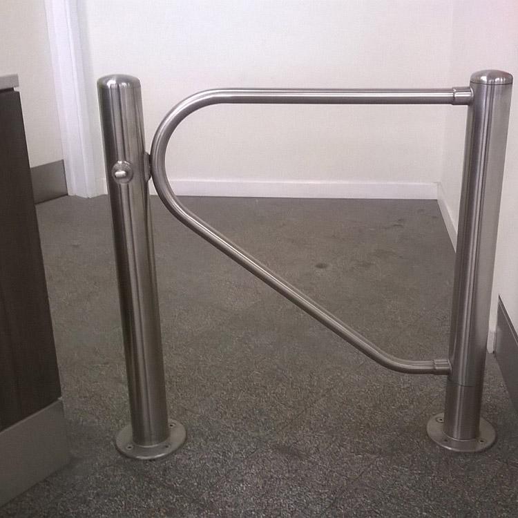 Mechanical swing gate
