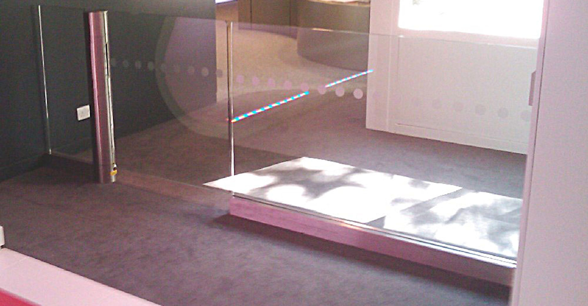 Frameless glass barrier railing