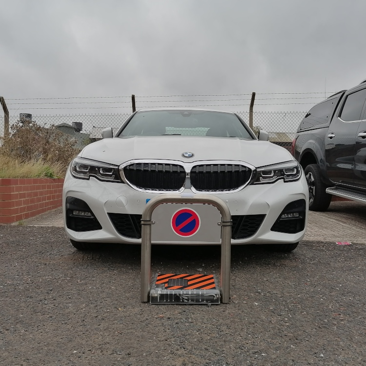 Extended solar parking barrier