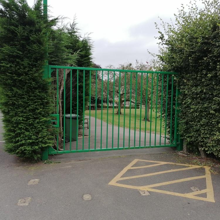 Photo of gate at entrance to Birmingham Botanical Gardens