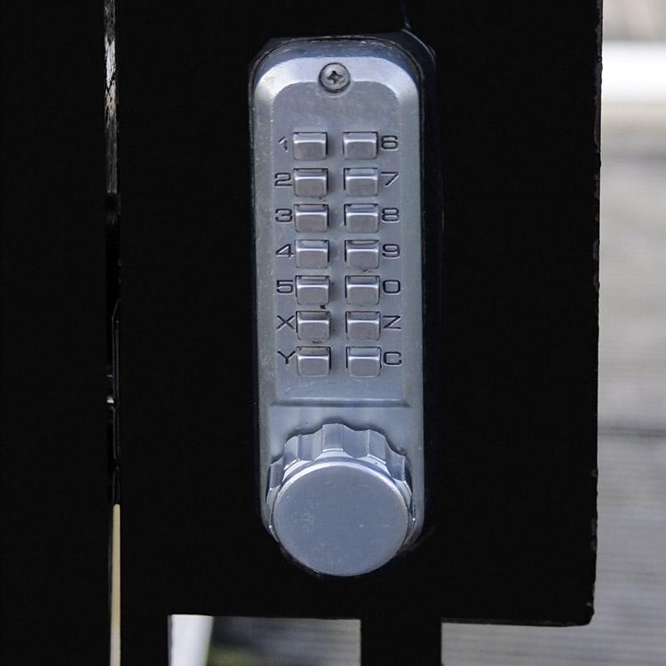 Mechanical combination door lock