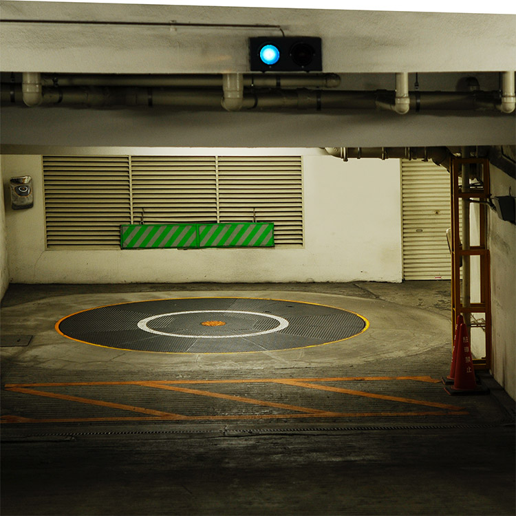 Vehicle turntable in underground car park linked to traffic light system