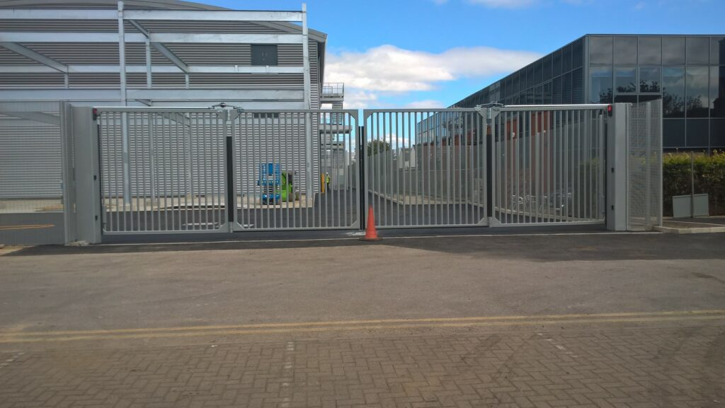 Wide biparting automatic commercial bifolding gate