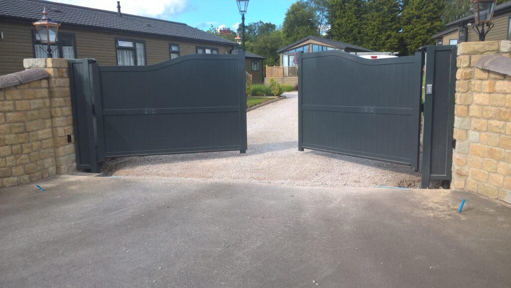 Automatic aluminium gates