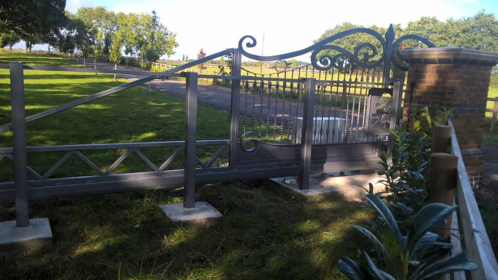 Automatic sliding decorative gates