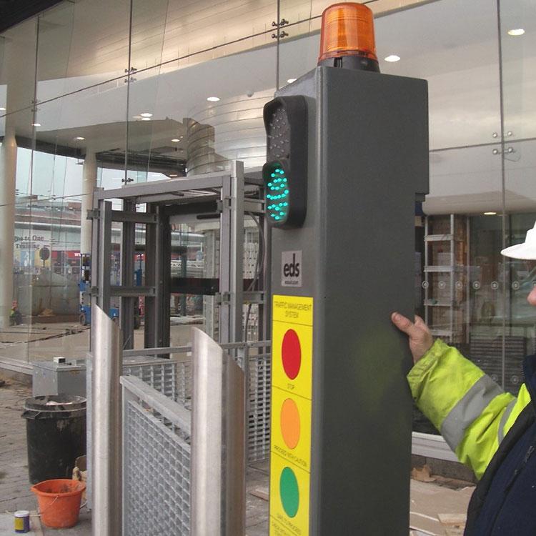 Custom traffic light amnagement column