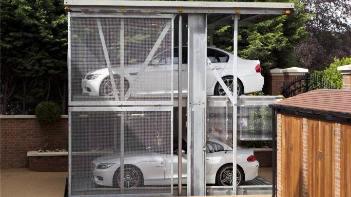Automatic rising double level car lift