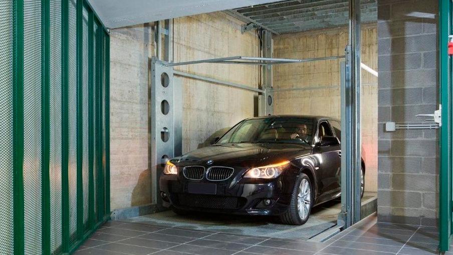 Automatic rising car lift underground