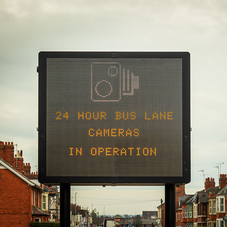 Large interactive variable message road sign