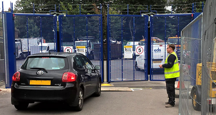 Secure automatic bifolding gate