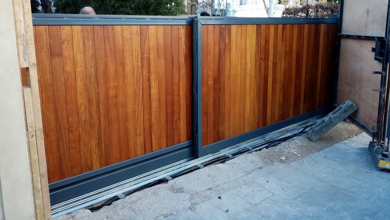 Automatic sliding gates