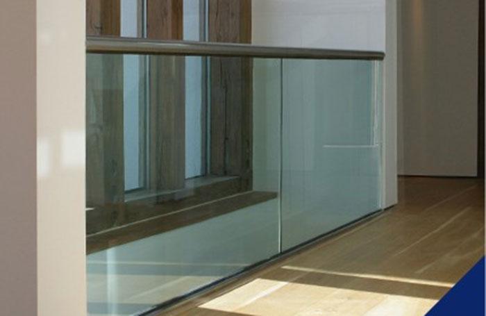 Glass barrier railing