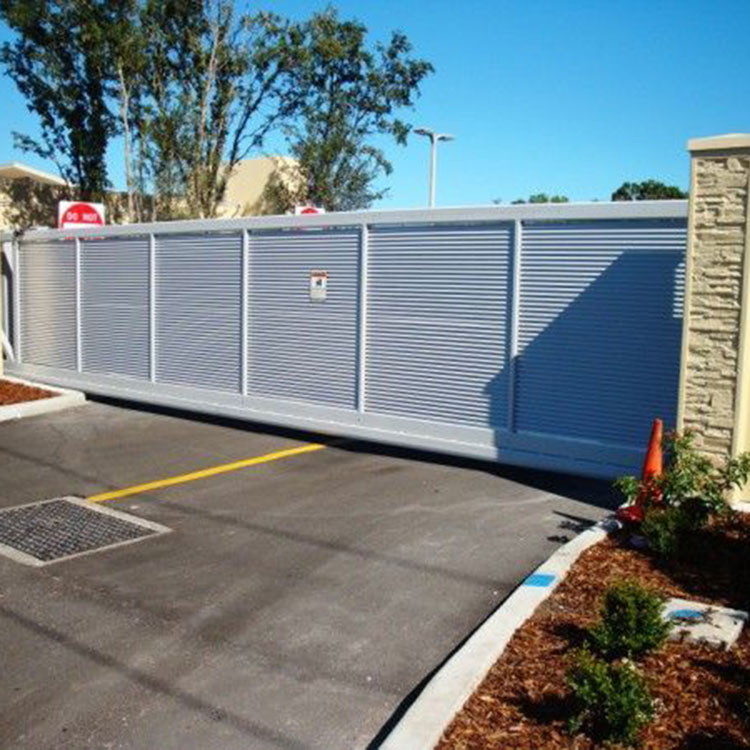 Automatic louvered gate