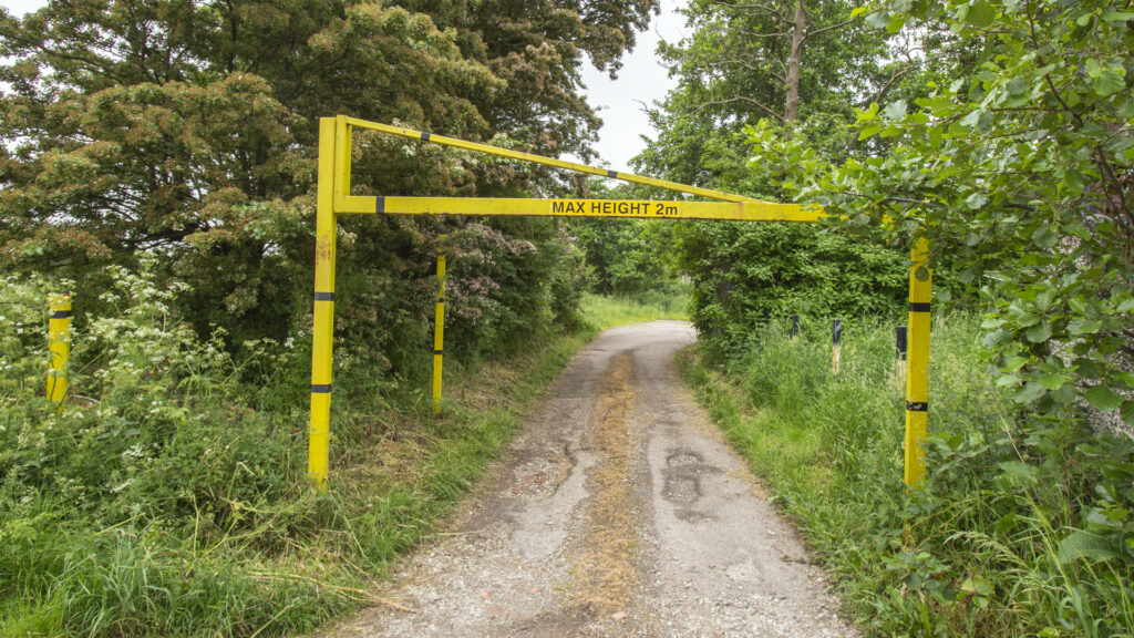 2 metre single leaf opening height restriction barrier