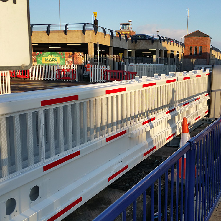 Photo of sliding railway level crossing installed by EDS