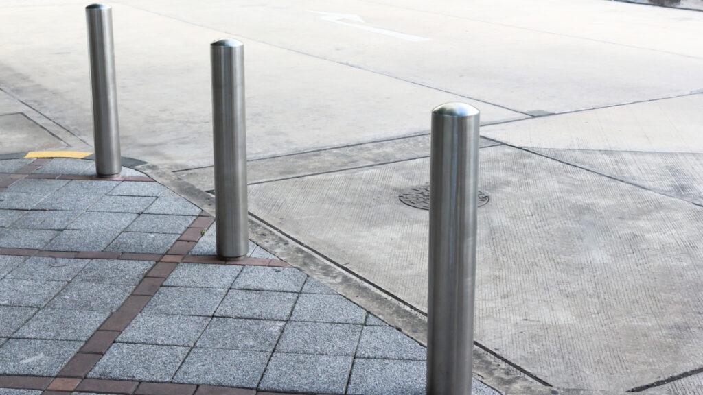 Static perimeter protection bollards