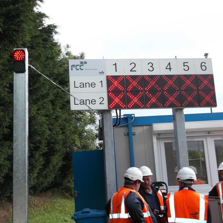 Photo of traffic management sign with integrated traffic lights
